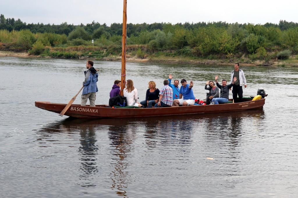 Łódź Basonianka z 10 osobami na pokładzie