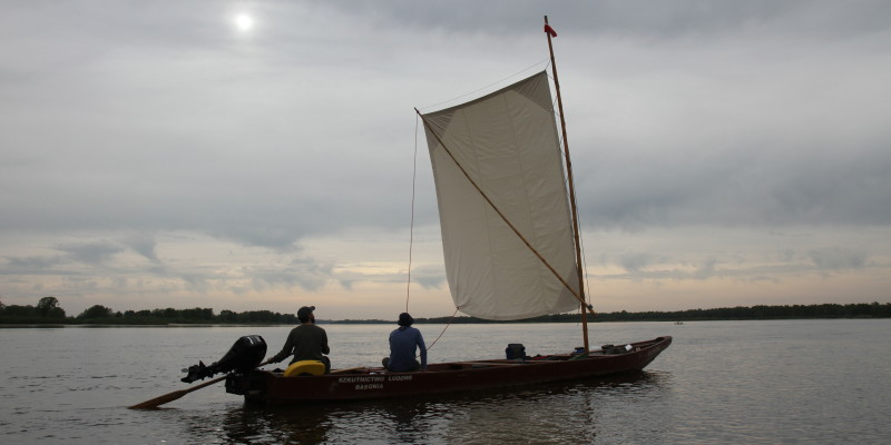 Bawełniany żagiel, sterownie wiosłem, bat wiślany w tradycyjnej nawigacji